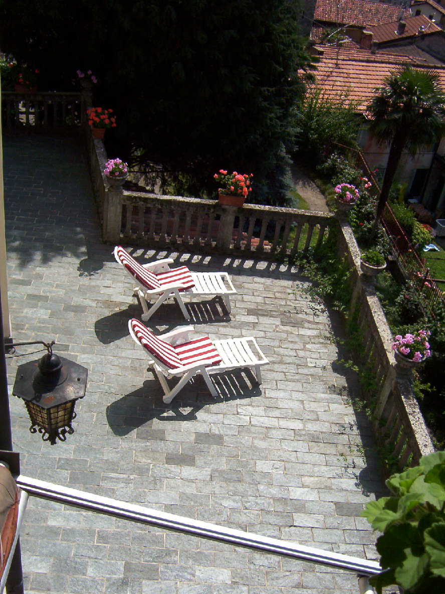 Come progettare un terrazzo con un traliccio con fioriera for Progettare un terrazzo giardino