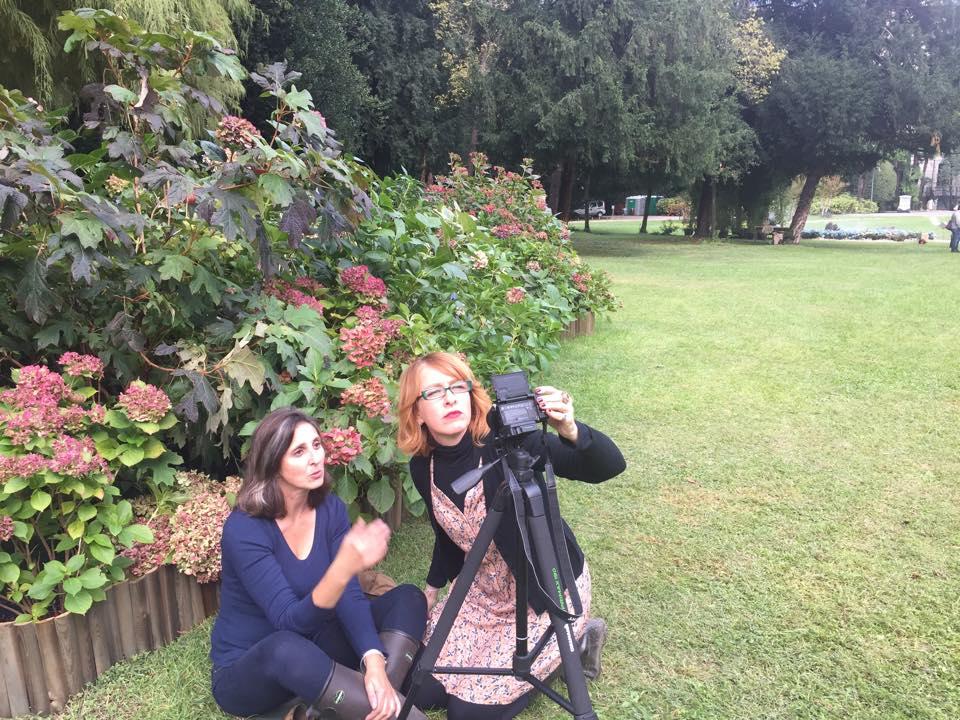 2 ladies i giardino
