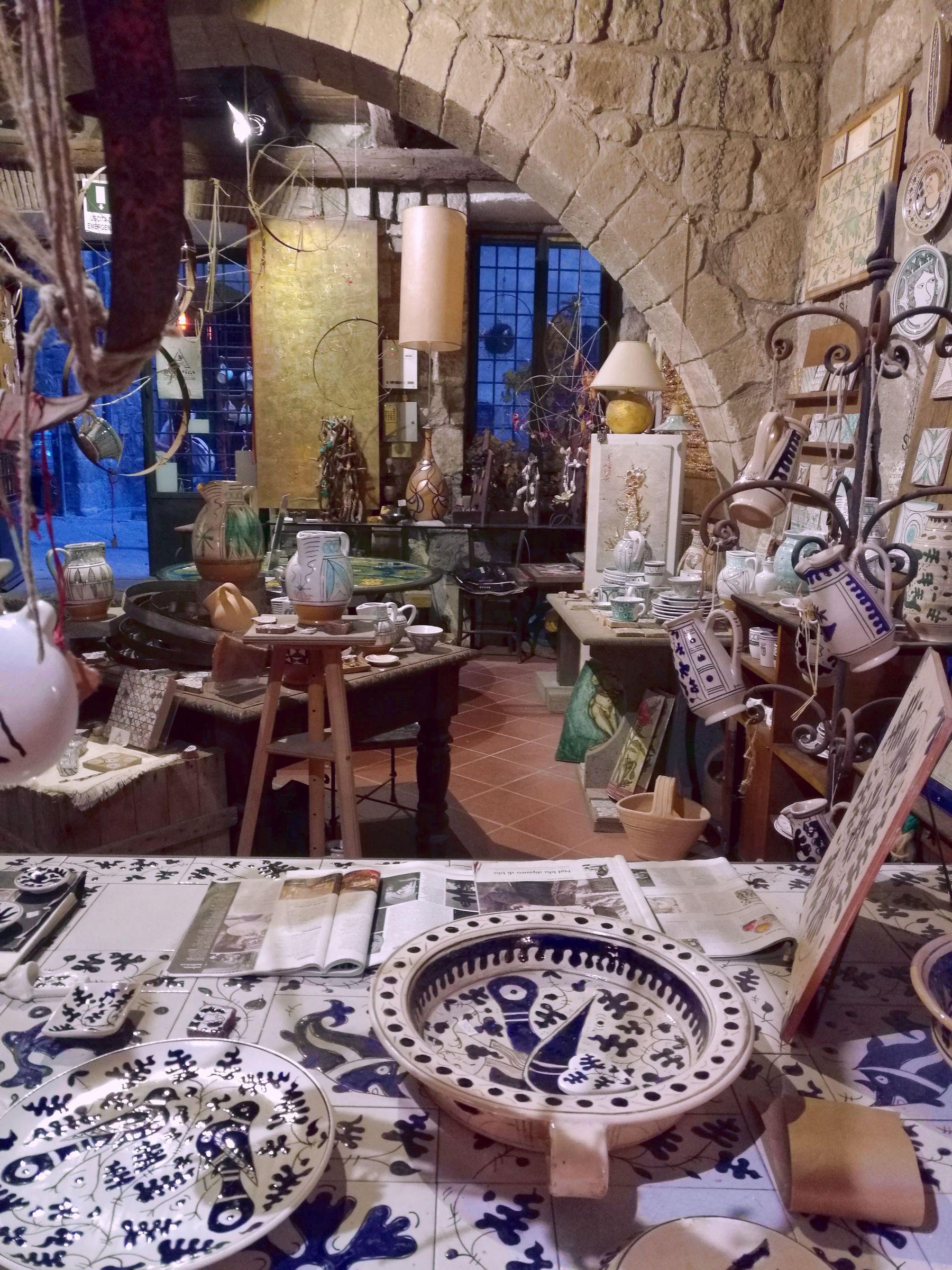ARTISTICA laboratorio di ceramica. Viterbo Blossom zine viaggio Promi Tuscia (1)