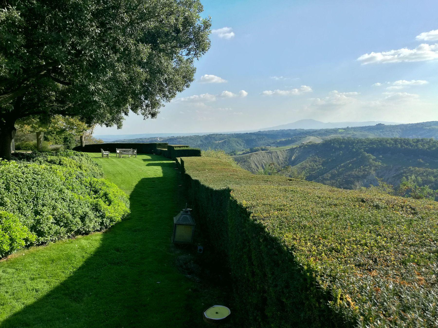 Villa Tirrena Blossom zine viaggio Promo Tuscia