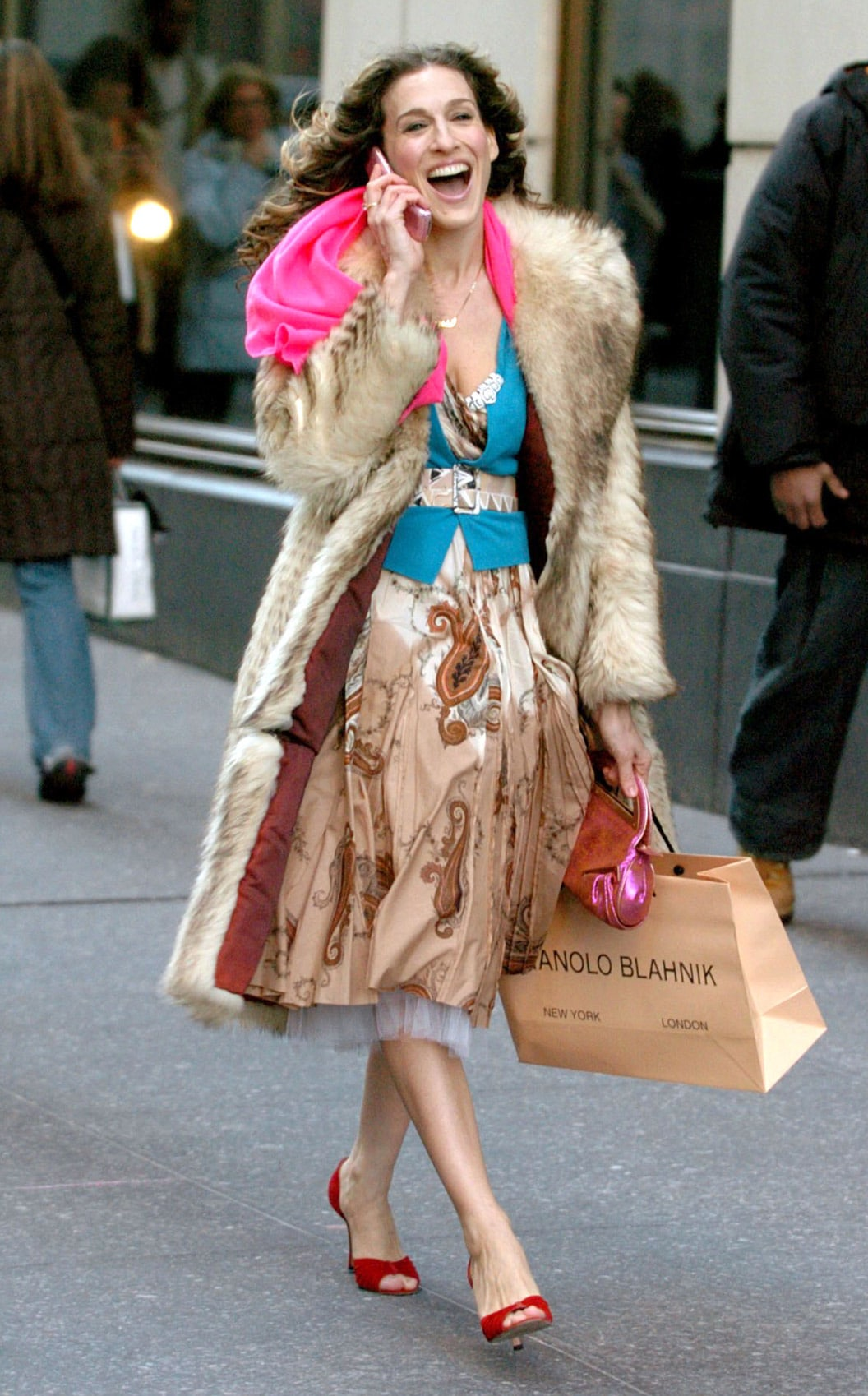 Carrie-Bradshaw-in-her-beloved-Manolos-in-Sex-and-the-City-CREDIT-REX