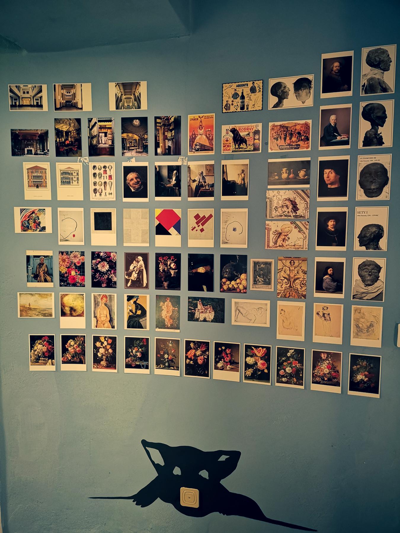 blossom zine decorare un muro con cartoline