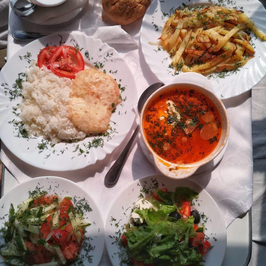 Blossom-zine-transiberiana-prima-classe-pranzo-in-cuccetta