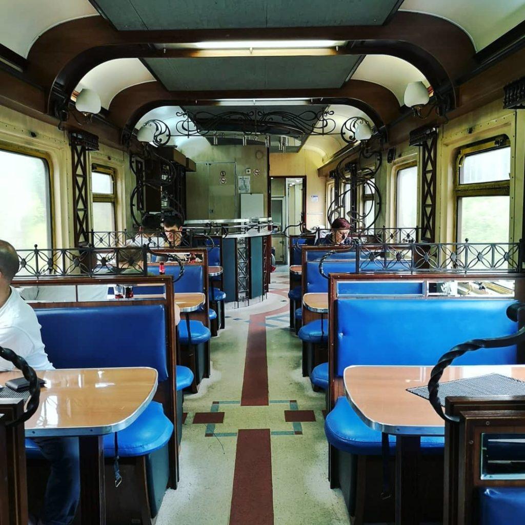 Blossom zine transiberiana prima classe ristorante vintage.jpg
