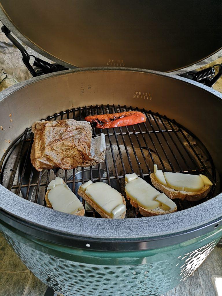 pulled pork sia qualcosa di strepitoso cucinato con il BIG GREEN EGG